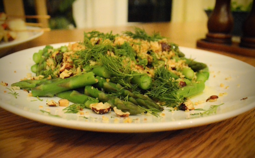 Asparagus with lemon & hazelnut crumb